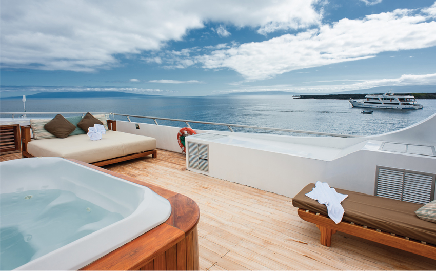 External Sundeck with jacuzzi tub